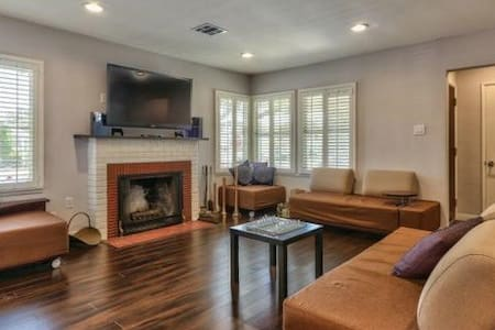 Modern Burbank Home BD+ Private BTH