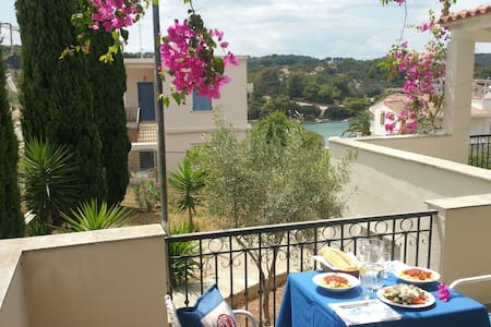 Villa Emeli - Sea view & near a private beach - Villa