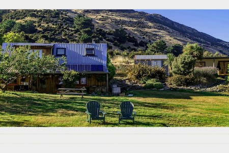 Secluded Sanctuary. Private Cottage - Wanaka