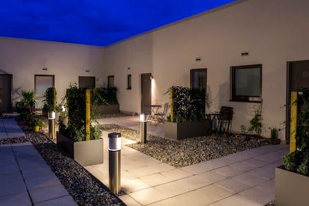 Modern Contemporary Apartment - Southampton - Apartment