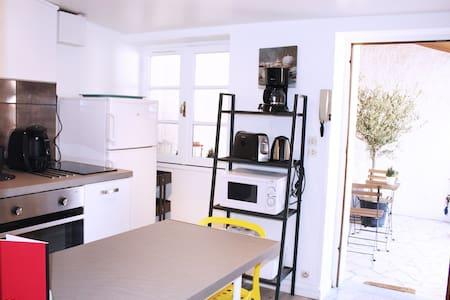 A TRIBORD PROCHE PORT TERRASSE WIFI - Condominium