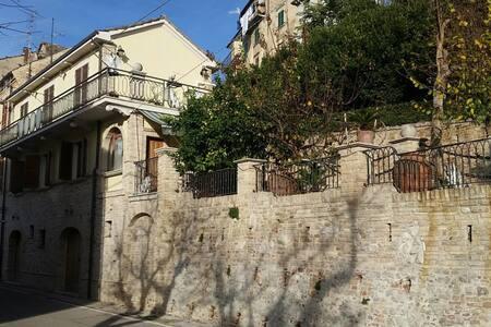 Villetta indipendente su due piani - Monsampolo del Tronto - Hus