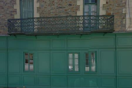 Maison Pasteur Chambre d'Enfant - Hus