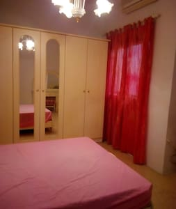 11: large private bedroom 15 minswalk to MATER DEI - House