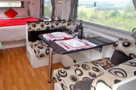 Deluxe Caravan with enclosed annex - Wohnwagen/Wohnmobil