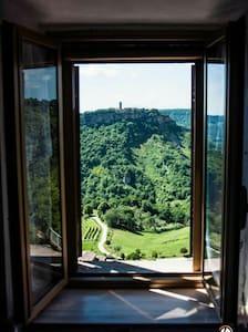 Guardando Civita di Bagnoregio... - Rumah