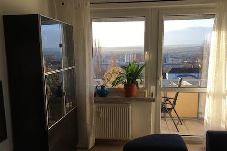 Komfortables Zimmer in Wohnung mit Panoramablick - Nordhausen - Apartamento