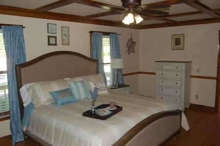 Serenity Suite - Bed & Breakfast