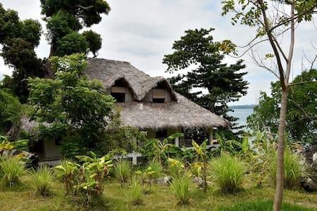 Camera in riva al mare, - Nosy Ambariovato - Haus