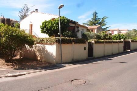 F1 bis au R de C dans villa avec jardin privatif - Aniane