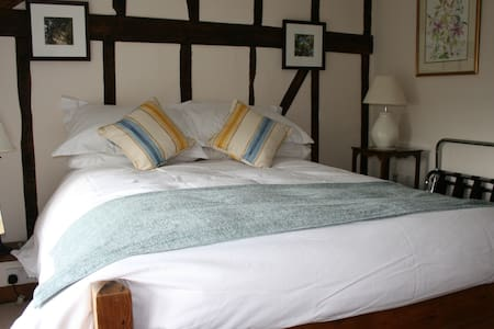 Red Ley B & B Double nr Hay priv/br - Bed & Breakfast