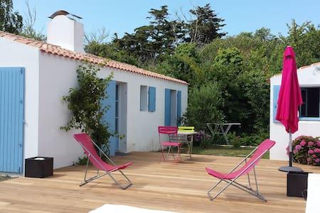 petite maison à 250m de la plage - L'Île-d'Yeu - House