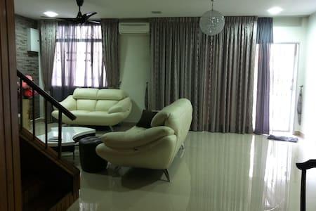 Kuala Lumpur OUG 2 storey 4 Rooms 3 - Dům
