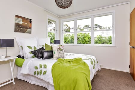 Extremely Cosy Room In Central AKL!