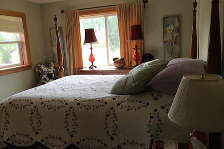 Sunny, spacious bedroom- 2nd floor - House