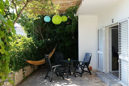 House with grounds 4+2 people 2 min. walk to beach - Šibenik - House