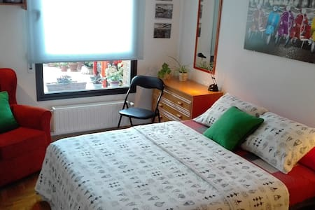 Peaceful flat & large terrace - Pamplona