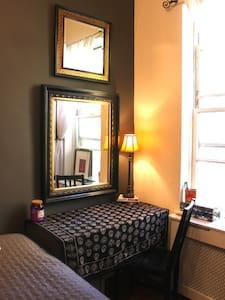 Private Room in prime UWS duplex!