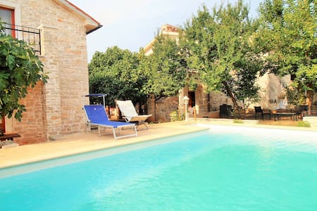 Villa dei Nar - Peruski - 2 stone houses with pool - Huvila