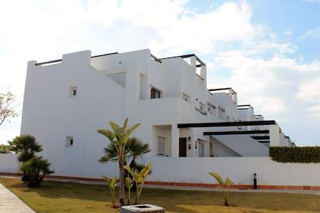 Ground floor 3 bed apart-1 min walk to 3 pools. - Alhama de Murcia - Leilighet