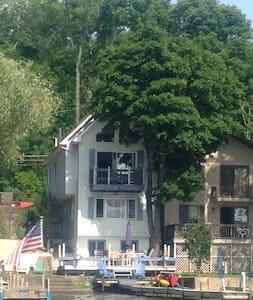 Cozy Cottage on Conesus Lake - Ház