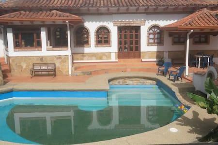 Habitación en hermosa villa