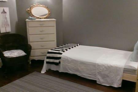 Single bed + cot:Westmount,Montreal