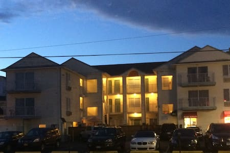 Large suite w/ balcony - 6 person - Seaside heights  - Villa
