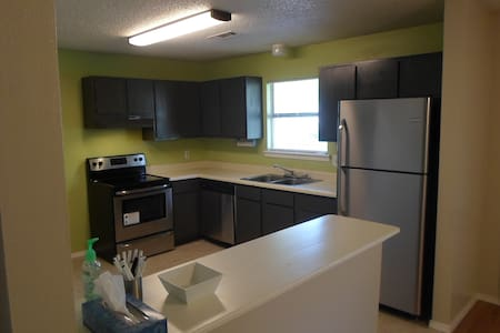 Sunny 2br Duplex close to UofA - Fayetteville - Departamento