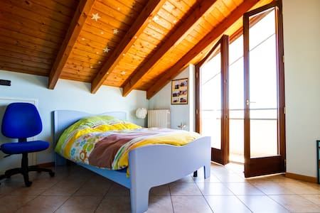 Quiet Attic in Turistic Area - Leilighet