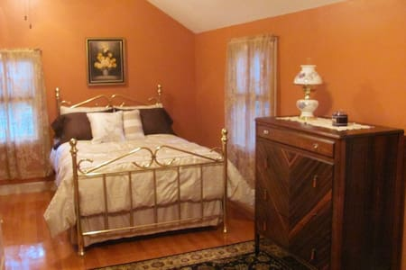 Chateau Du Lac, Chambre d' Orange - Bed & Breakfast