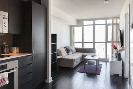 Awesome 1B Condo, Heart of the City