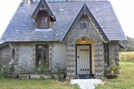 Luxurious Olrig Estate Gate House - castletown