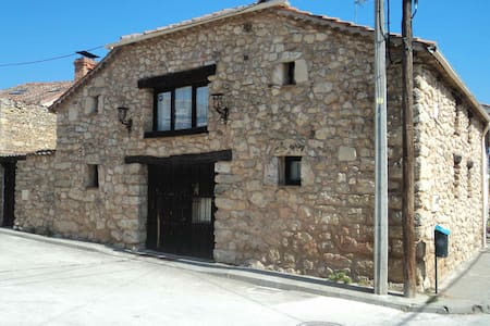 Casa de pueblo a 15 min. de Segovia - Brieva