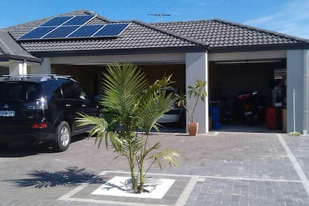 Room/s for rent in spacious house - Landsdale - Rumah
