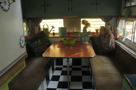Vintage Trailer, Fancy Camping - Camper/RV