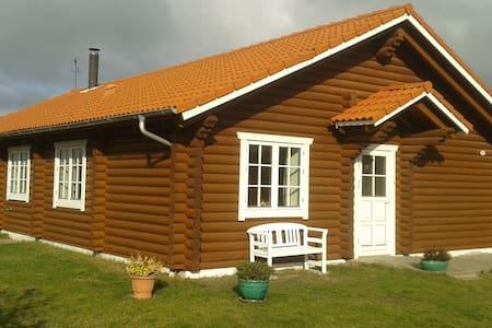 Charmerende bjælkehus tæt på Marielyst Torv/Strand - Væggerløse - Cabin
