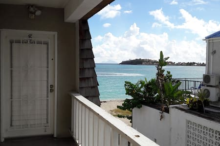Beachfront Oceanview Cozy Apt on Front Street - Philipsburg
