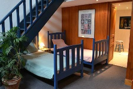 bright self-catering  by the sea/Rance nr St-Malo - Rumah