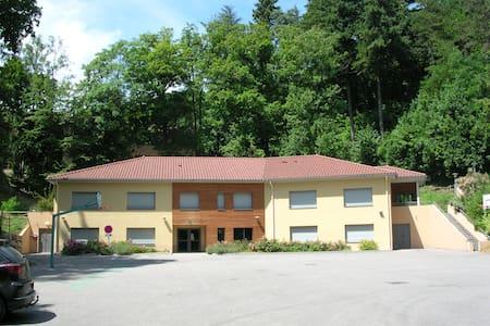 gite de groupe, 20 chambres , capacité  75 places - Rumah