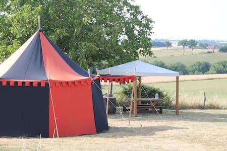 Tente et hutte médiévales - Tent