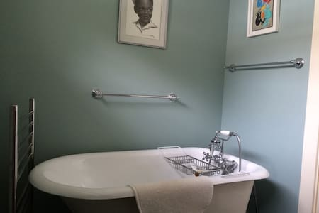 Charming beautiful remodeled home - Shelburne Falls - House