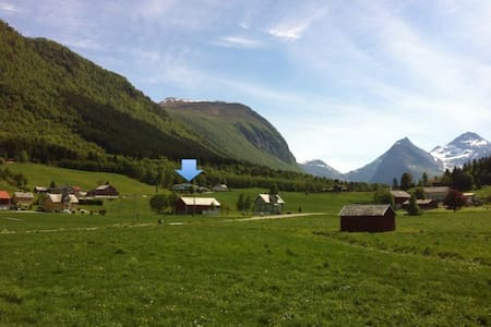A home among mountains and fjords! - Tresfjord - Apartment