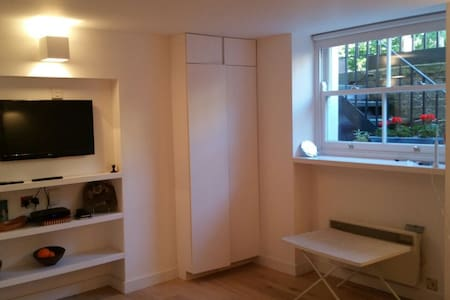 Room in Bloomsbury Central London