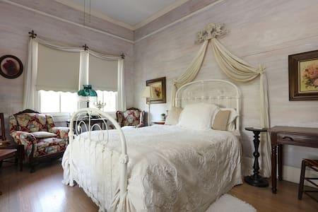 Bayou Suite - Bed & Breakfast