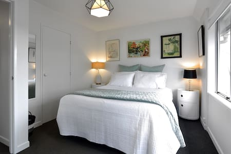 Stylish Aroha Room 3kms to city - Auckland - Townhouse