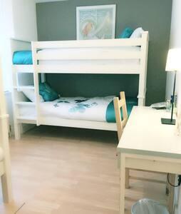 1  Bed 4 shared Room King Cross II