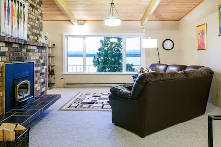 Spacious Waterfront Birch Bay Home - Dom