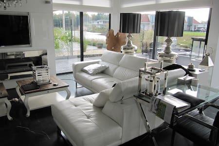 Super luxe huis aan het water - Villa