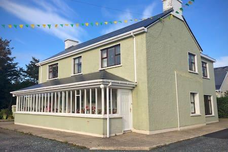 Large house on Wild Atlantic Way - Gweedore